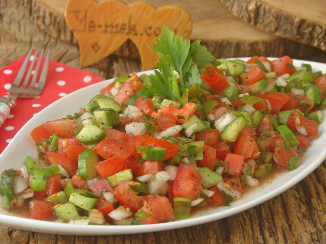 Kebabın Yanında Mükemmel Bir Eşlikçi : Kebapçı Salatası