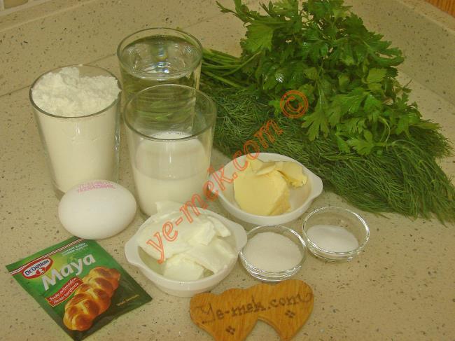 Maydanozlu Pişi İçin Gerekli Malzemeler :  <ul> <li>1 su bardağı ılık su</li> <li>1/2 su bardağı ılık süt</li> <li>1 yemek kaşığı tereyağı (Oda ısısında)</li> <li>2 yemek kaşığı yoğurt</li>         <li>1 adet yumurta</li>         <li>1 yemek kaşığı toz şeker</li>         <li>1 paket instant kuru maya</li>         <li>1,5 tatlı kaşığı tuz</li>         <li>3 tutam maydanoz</li>         <li>1 tutam dereotu</li> <li>5,5 su bardağı un</li>         <li>Kızartmak için sıvı yağ</li> </ul>