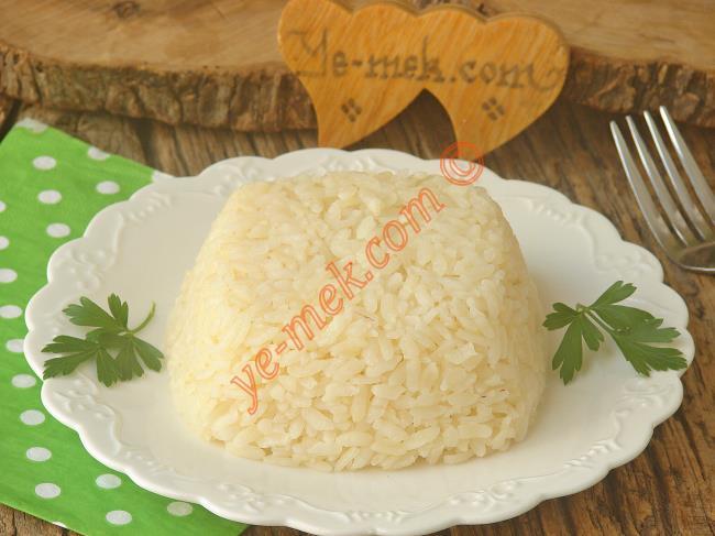 Sofraların Vazgeçilmezi, Tam Kıvamında Tane Tane Bir Pilav : Püf Noktaları İle Pirinç Pilavı