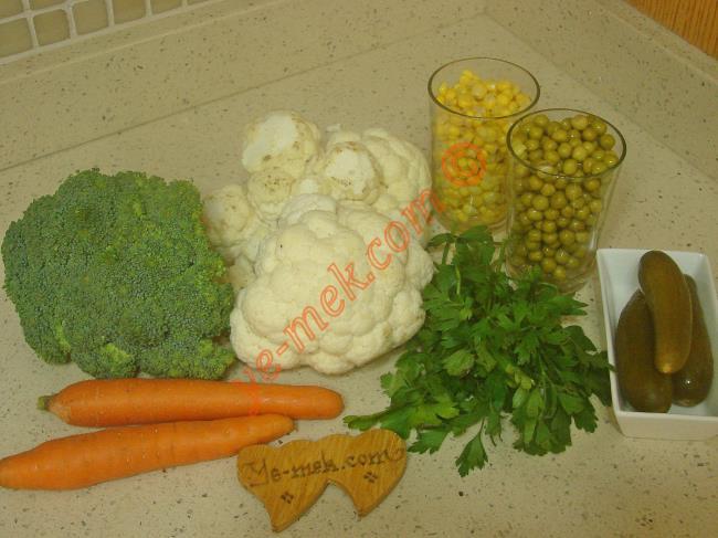 Brokolili Karnabahar Salatası - Yapılışı (1/12)