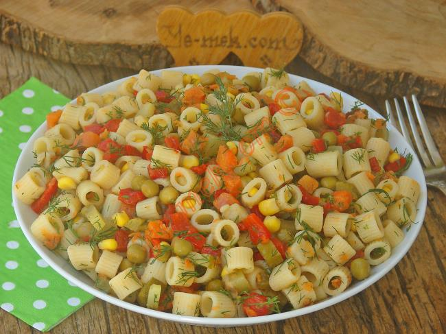Yoğurtsuz Makarna Salatası Tarifi