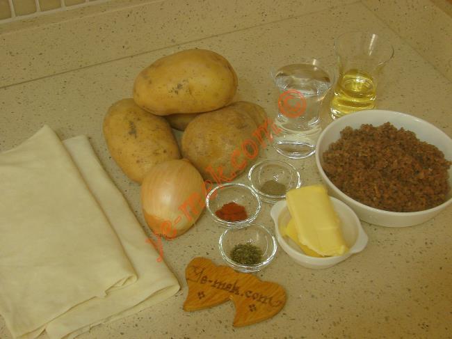 Patatesli Kıymalı Börek Malzemeleri