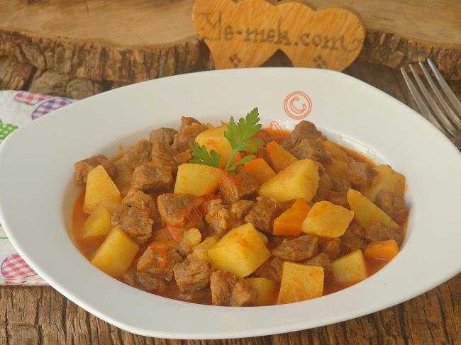 Lokum Gİbi Etleri İle Harkülade Bir Misafir Yemeği : Tas Kebabı