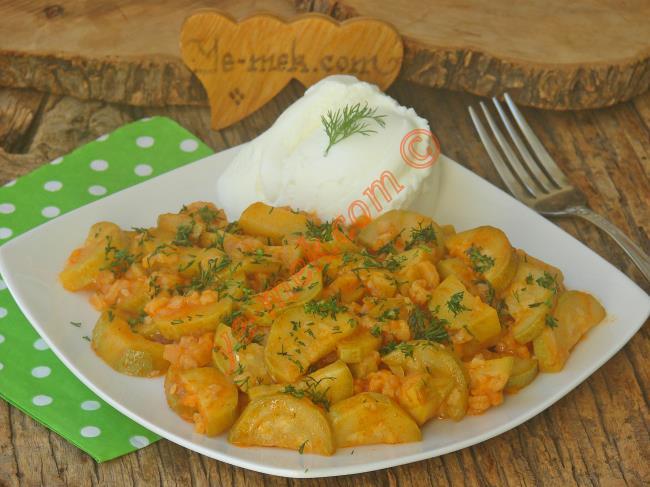 Az Malzeme İle Nefis Bir Sebze Yemeği : Kabak Yemeği