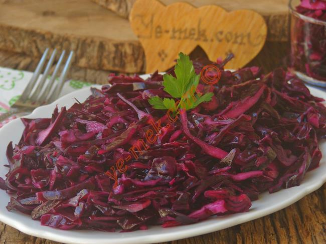 10 Dakika da Hazır, Çok Pratik : Lokanta Usulü Mor Lahana Salatası