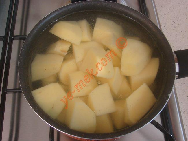 Patates Püreli Tavuk Sote - Yapılışı (2/16)