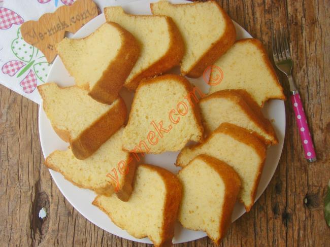Pamuk Gibi Yumuşacık Bir Kek : Sade Kek