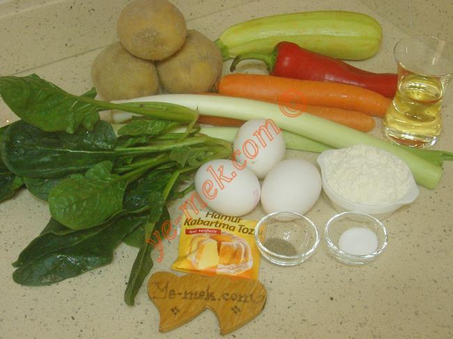 Fırında Mücver İçin Gerekli Malzemeler :  <ul> <li>3 adet orta boy patates</li> <li>2 adet orta boy havuç</li> <li>3 kök ıspanak</li>         <li>1 sap pırasa</li> <li>1 adet kırmızı kapya biber</li>         <li>1 adet küçük boy kabak</li>         <li>1 tatlı kaşığı tuz</li>         <li><strong>Sosu İçin:</strong></li>         <li>3 adet yumurta</li>         <li>3 yemek kaşığı un</li> <li>1 çaykaşığı kabartma tozu</li>         <li>1/2 çay bardağı sıvı yağ</li>         <li>1 çay kaşığı tuz</li>         <li>1/2 çay kaşığı karabiber</li>         <li><strong>Üzeri İçin:</strong></li>         <li>Rendelenmiş kaşar peynir</li>  </ul>