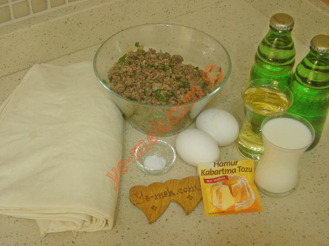 Hazır Yufkadan Kıymalı Börek Malzemeleri