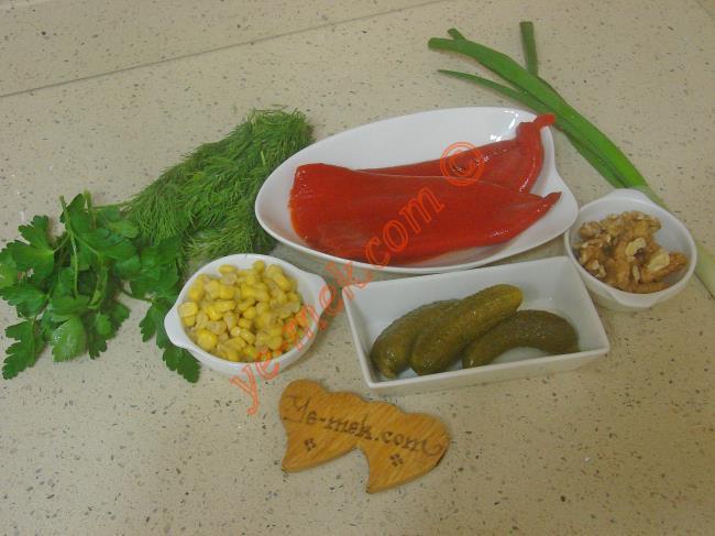 Közlenmiş Kırmızı Biber Salatası Malzemeleri
