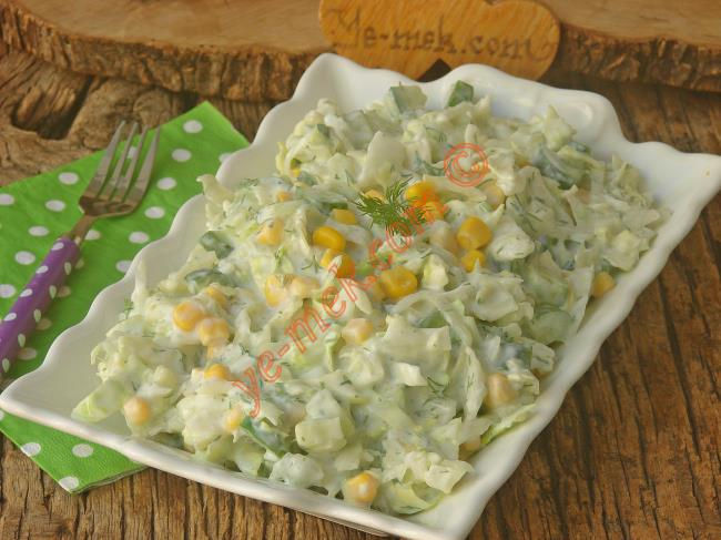 Yoğurtlu Göbek Marul Salatası Tarifi