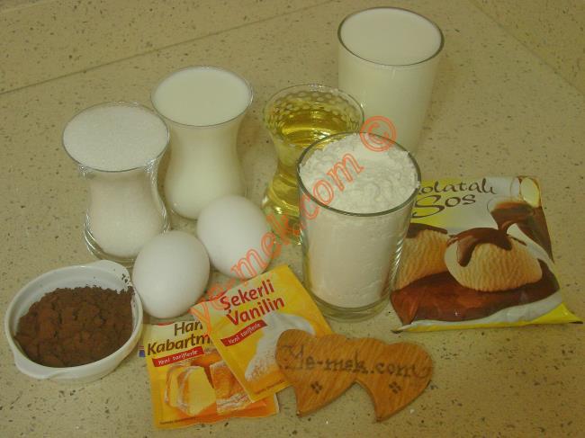 Tart Kalıbında Islak Kek Malzemeleri