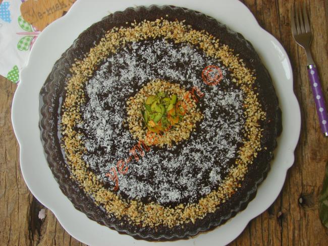 Yaş Pasta Tadında, Harika Bir Kek: Tart Kalıbında Islak Kek