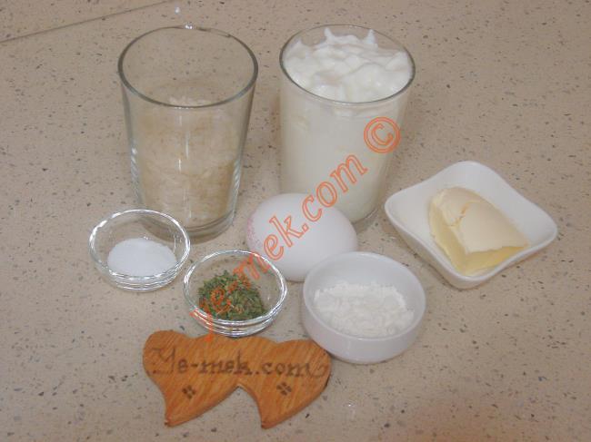 Lokanta Usulü Yayla Çorbası İçin Gerekli Malzemeler :  <ul> <li>1/2 su bardağı pirinç</li> <li>2 su bardağı yoğurt</li>         <li>5,5 su bardağı su</li>         <li>1 adet yumurta sarısı</li>         <li>1 tatlı kaşığı dolusu un</li>         <li>Tuz</li> <li><strong>Üzeri İçin:</strong></li> <li>1 yemek kaşığı tereyağı</li>         <li>1 tatlı kaşığı dolusu kuru nane</li>  </ul>