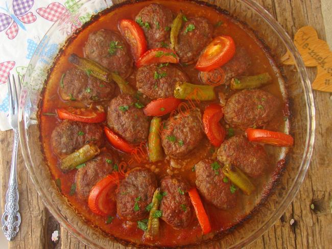 Lezzetli Ve Kolay Bir Ana Yemek Tarifi : Fırında Köfte