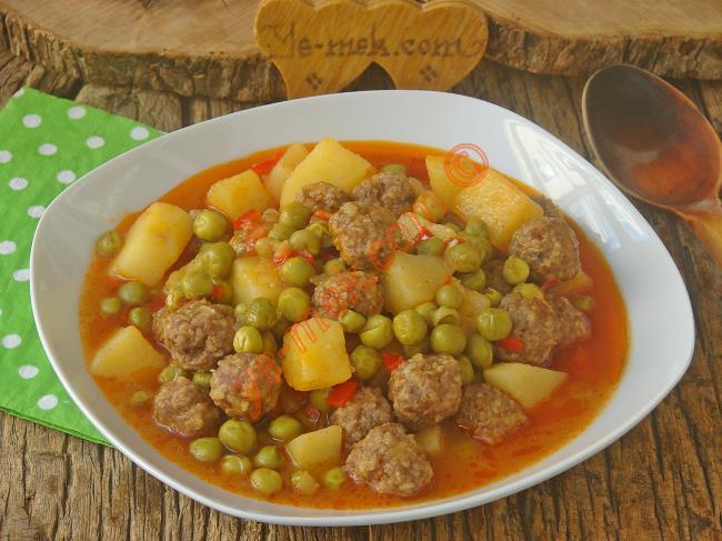 Pratik Ve Lezzetli Bir Tencere Yemeği : Köfteli Bezelye Yemeği