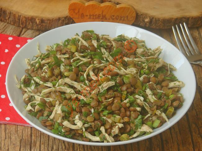 Hem Besleyici, Hem de Sağlıklı Bir Salata : Tavuklu Mercimek Salatası