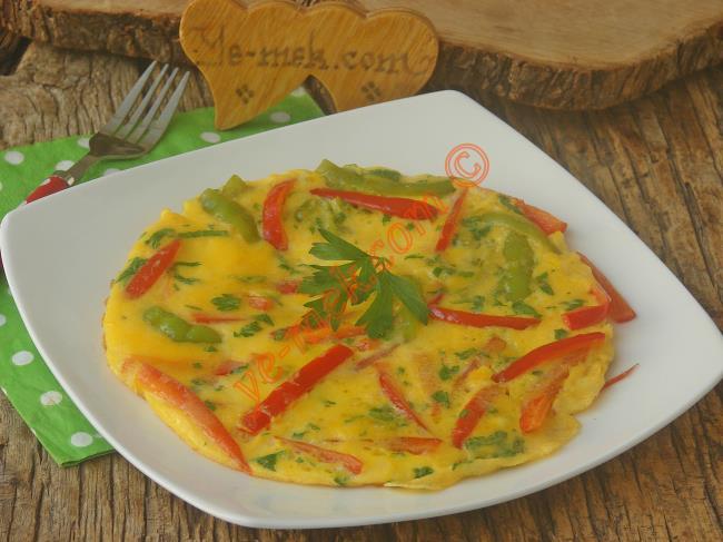 Kahvaltılarınıza Renk Katacak : Biberli Omlet