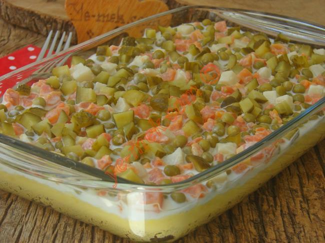 Pratik Ve Lezzetli Bir Salata : Garnitürlü Patates Salatası
