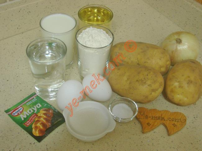 Patatesli Poğaça İçin Gerekli Malzemeler :  <ul> <li>1 su bardağı ılık su</li>         <li>1 su bardağı ılık süt</li>         <li>1 su bardağı sıvıyağ</li> <li>2 adet yumurta (birinin sarısı üzerine)</li>         <li>3 yemek kaşığı toz şeker</li> <li>1,5 tatlı kaşığı tuz</li>         <li>1 paket instant kuru maya</li> <li>7 su bardağı un</li>         <li><strong>İçi İçin:</strong></li>         <li>3 adet orta boy patates</li>         <li>1 adet kuru soğan</li>         <li>1 yemek kaşığı dolusu tereyağı</li>         <li>Tuz, karabiber</li>         <li><strong>Üzeri İçin:</strong></li>         <li>Yumurta sarısı</li>         <li>1 yemek kaşığı süt</li>         <li>Çörek otu</li> </ul>