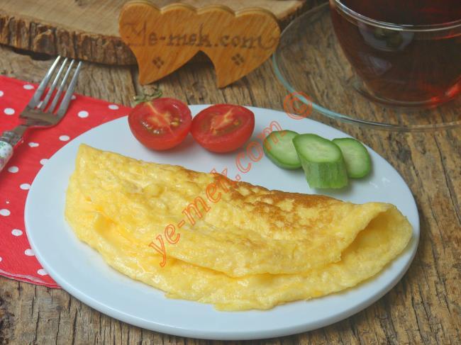 Yumuşacık Kıvamlı, Lezzetli Bir Omlet : Sütlü Omlet