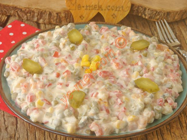 Közlenmiş Kırmızı Biberli Salata Tarifleri