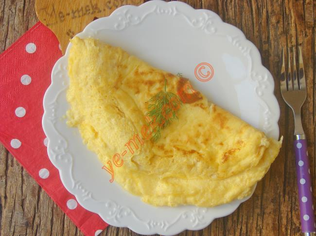Puf Puf Kabaran Çok Çok Özel Bir Omlet : Yoğurtlu Omlet