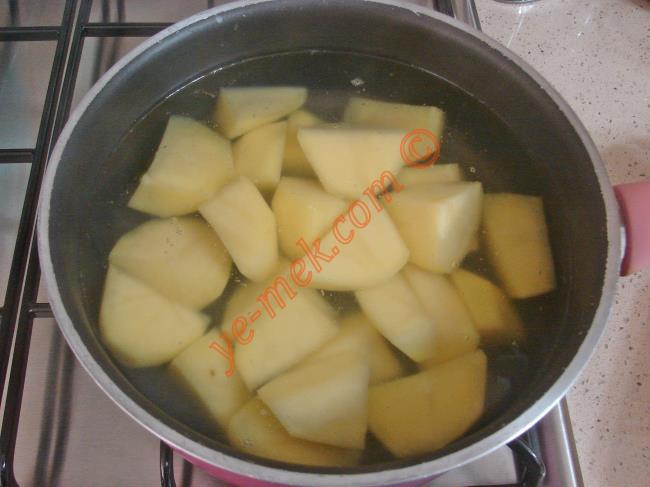 Yoğurtlu Patates Ezmesi - Yapılışı (2/12)