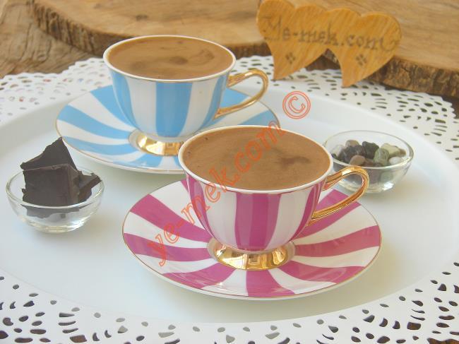 Kahve Keyfini İkiye Katlayacak Bir Lezzet : Çikolatalı Türk Kahvesi