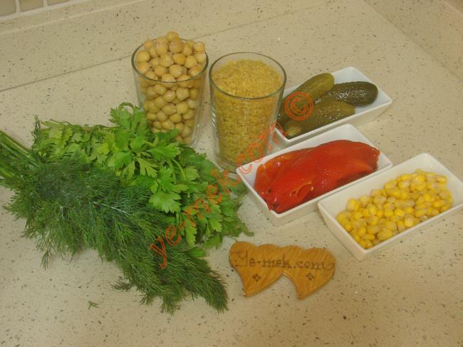 Nohutlu Bulgur Salatası Malzemeleri