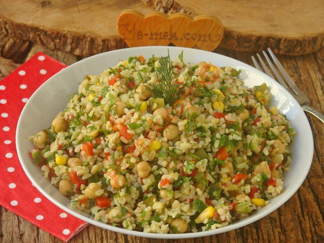 Oldukça Pratik, Lezzetli Ve Doyurucu Bir Salata : Nohutlu Bulgur Salatası