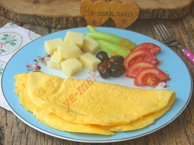 Yumuşacık Kıvamlı, Lezzetli Bir Tarif : Sade Omlet