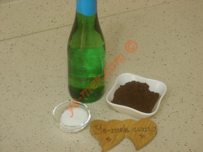 Sodalı Türk Kahvesi İçin Gerekli Malzemeler :  <ul>         <li>2 türk kahve fincanı maden suyu</li>         <li>1 tatlı kaşığı toz şeker</li> <li>2 tatlı kaşığı türk kahvesi</li>   </ul>