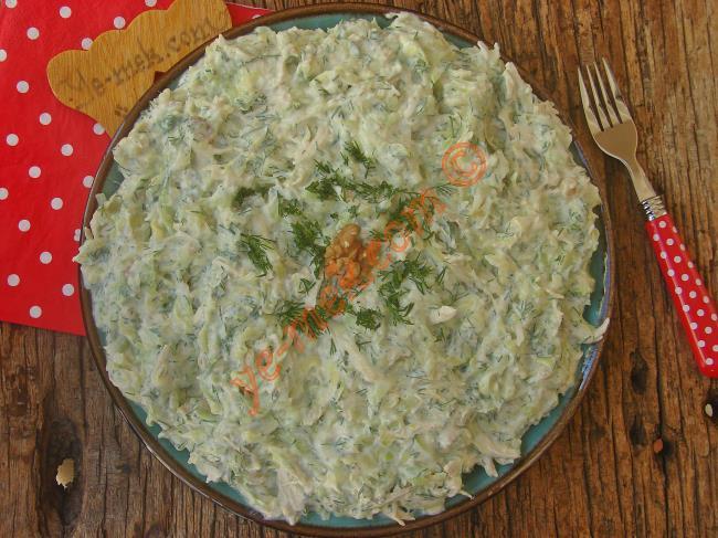 Tek Öğün Bile Tüketebileceğiniz Bir Lezzet : Tavuklu Kabak Salatası