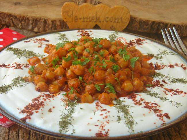 Doyurucu, Hafif Ve Lezzetli Bir Tarif : Yoğurtlu Nohut Salatası