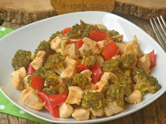 Tavuğu Hep Aynı Şekilde Yemekten Sıkılanlar İçin : Brokolili Tavuk Yemeği