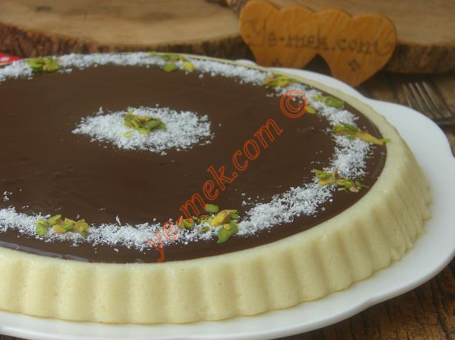 Hafif, Lezzetli, Pratik Bir Tatlı : Çikolata Soslu İrmik Tatlısı