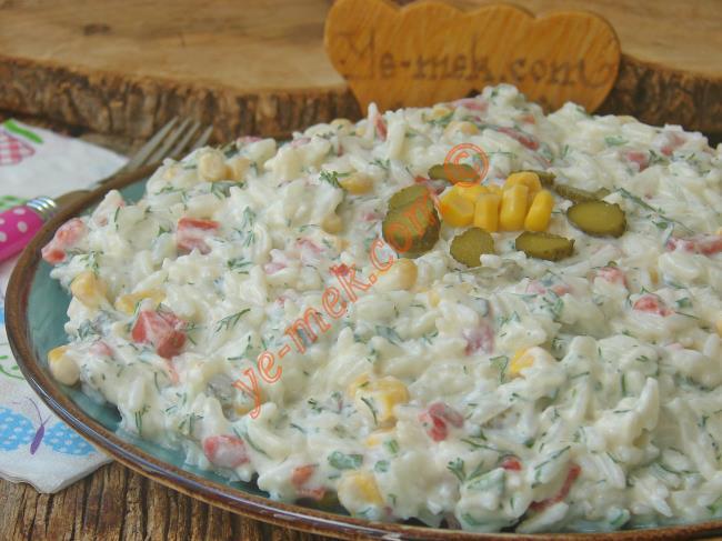 Pratik Ve Lezzetli Bir Salata : Yoğurtlu Pirinç Salatası