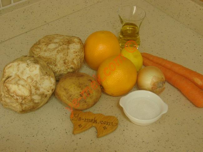 Portakallı Kereviz Yemeği İçin Gerekli Malzemeler : ul>  <li>2 adet orta boy kereviz</li> <li>1 adet orta boy patates</li>         <li>2 adet orta boy havuç</li>         <li>1 adet küçük boy soğan</li>         <li>1/2 çay bardağı zeytinyağı</li>         <li>1 su bardağı taze sıkılmış portakal suyu</li>         <li>1 adet küçük boy sıkılmış limon suyu</li>         <li>1 yemek kaşığı toz şeker</li> <li>Tuz</li>         <li><strong>Üzeri İçin:</strong></li> <li>1 tutam dereotu</li> </ul>