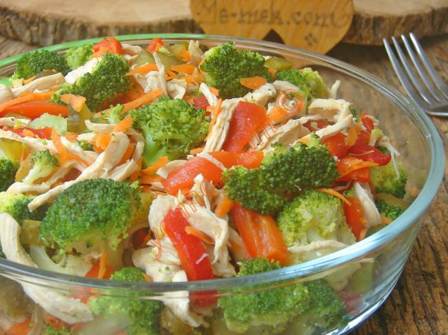 Oldukça Hafif Ve Lezzetli Bir Salata : Tavuklu Brokoli Salatası