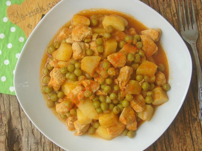 Tavuğun Lezzeti İle Buluşmuş Nefis Bir Yemek : Bezelyeli Tavuk Yemeği