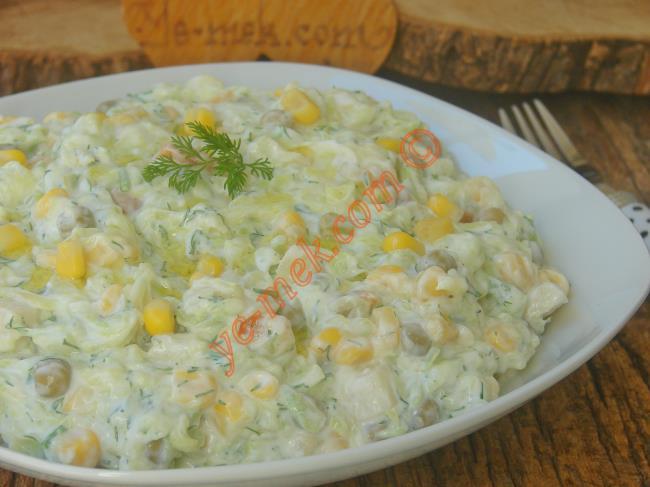 Yedikçe Yedirten Nefis Bir Salata : Garnitürlü Kabak Salatası