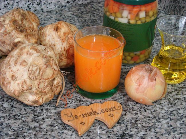Garnitürlü Kereviz Yemeği İçin Gerekli Malzemeler :  <ul> <li>3 adet orta boy kereviz</li> <li>1 adet küçük kavanoz garnitür</li>         <li>1 adet küçük boy soğan</li> <li>1 su bardağı portakal suyu</li> <li>1/2 çay bardağı zeytinyağı</li> <li>1 yemek kaşığı silme toz şeker</li> <li>Tuz</li> </ul>