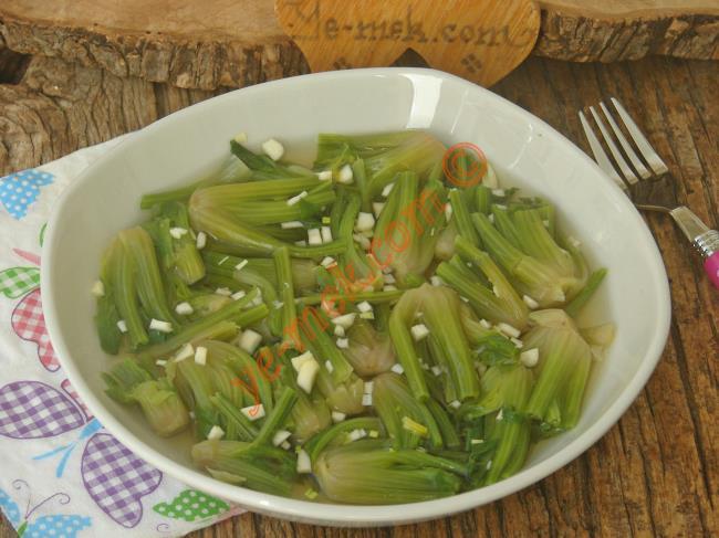 Ispanak Köklerini Değerlendireceğiniz Nefis Bir Salata : Ispanak Kökü Salatası