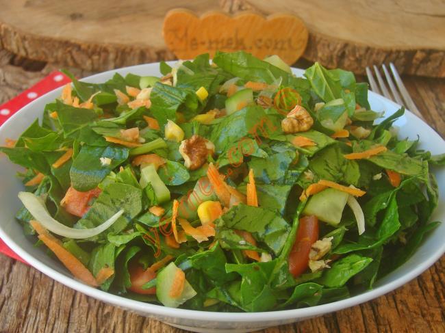 Görünütüsüyle İştah Açan, Tadına Doyamayacağınız, Nefis Bir Salata : Ispanak Salatası