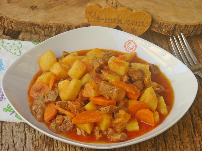 Sebze İle Bir Araya Gelerek Daha da Lezzetlenen Nefis Bir Yemek : Sebzeli Et Yemeği