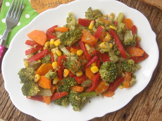 Sofralarınıza Renk Katacak Nefis Bir Salata : Zeytinyağlı Brokoli Salatası
