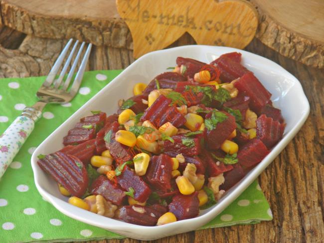 Cevizli Kırmızı Pancar Salatası Tarifi