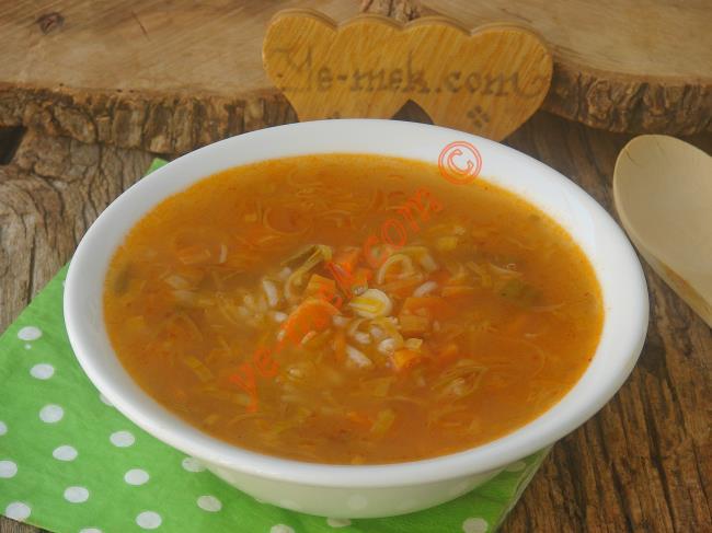 Sebze Çorbasını Sevenler İçin Farklı Bir Lezzet : Pırasa Çorbası