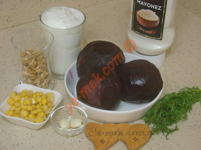 Yoğurtlu Pancar Salatası Malzemeleri